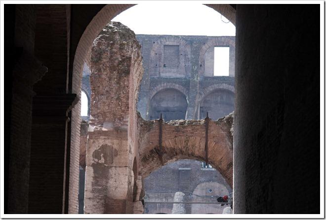 2009 04 08 Rome Colosseum-8