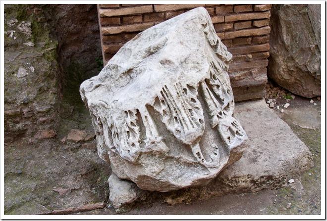 2009 04 08 Rome Colosseum Column