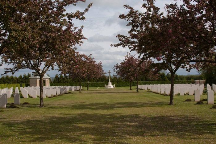 2009 05 03 St Desire War Cemetery  (17)