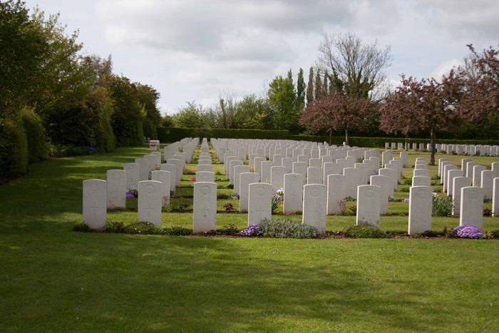 2009 05 03 St Desire War Cemetery  (4)