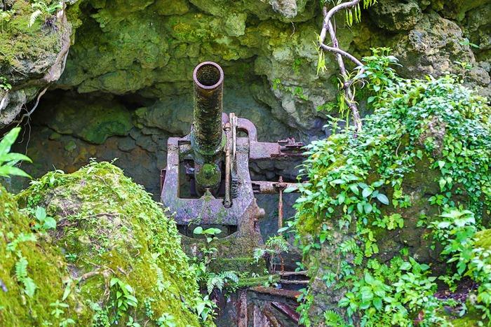 2013 07 31 Peleliu Japanese artillery_