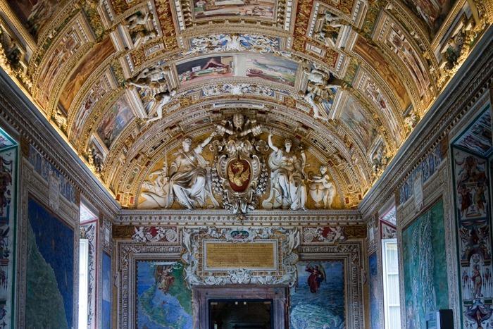 2009 04 Vatican Gallery of Maps_-5