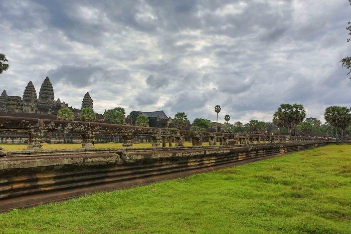 2013 11 24 Angkor Wat_-70-2
