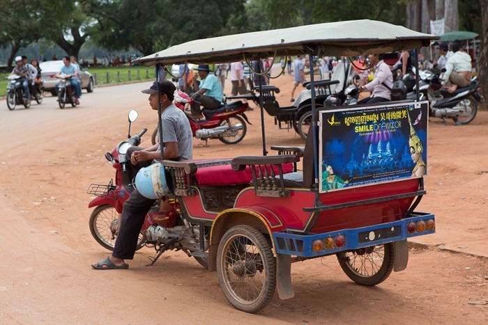 2013 11 24 Cambodia touring_-20