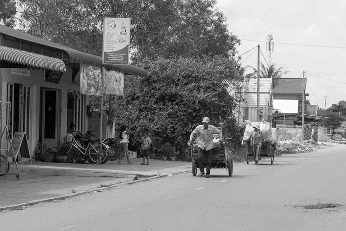 2013 11 24 Cambodia touring_-22