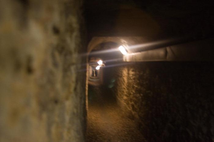 2008 Dec 28 Paris Catacombs_-6